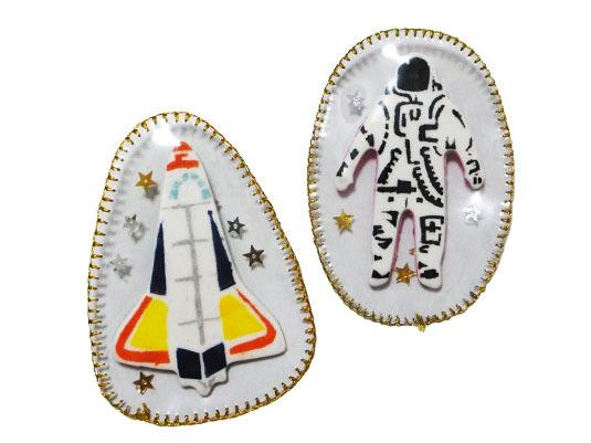 【値下げ】宇宙ブローチ 〈ロケット〉