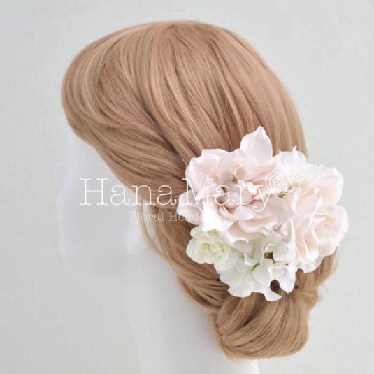 優しいクリームピンクの髪飾り