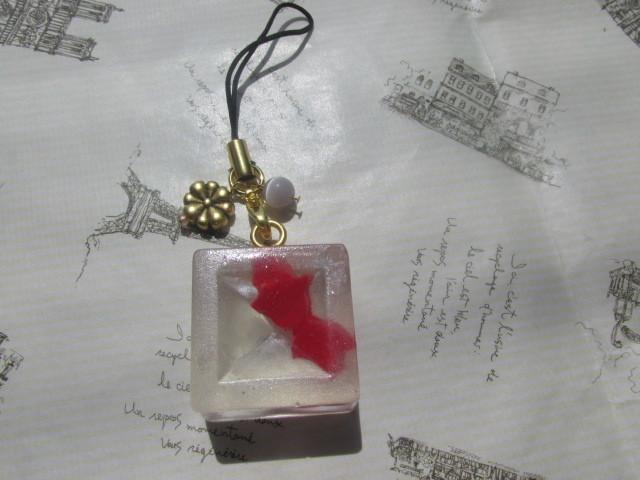 赤い 金魚・ゼリーのストラップ クリア スイーツデコ レジン