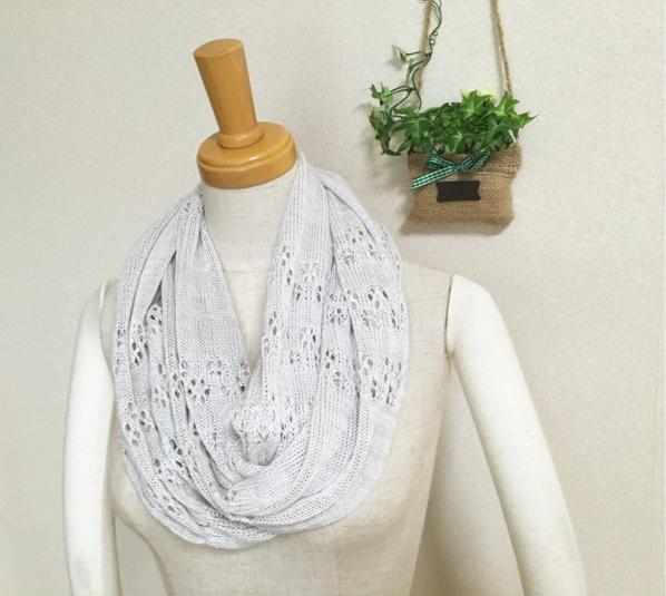 透かし編みスヌード  ホワイトグレー