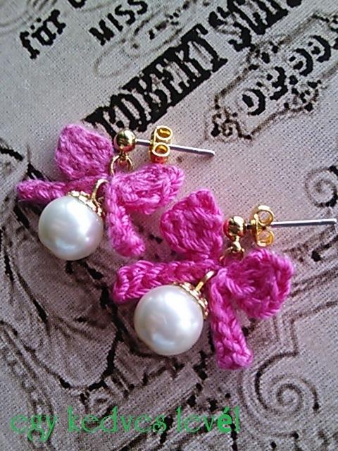 かぎ編みリボンとパールのピアス