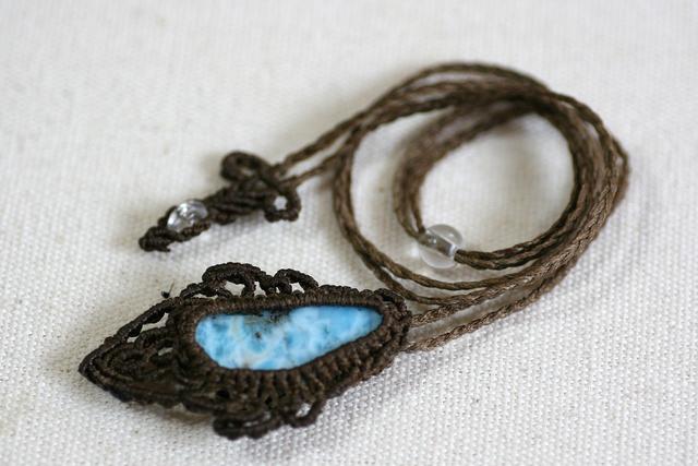 ラリマーのマクラメ編み 天然石ネックレス