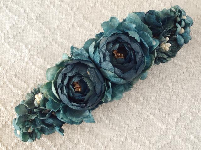 染め花のスリムバレッタ(ブルーグリーン)