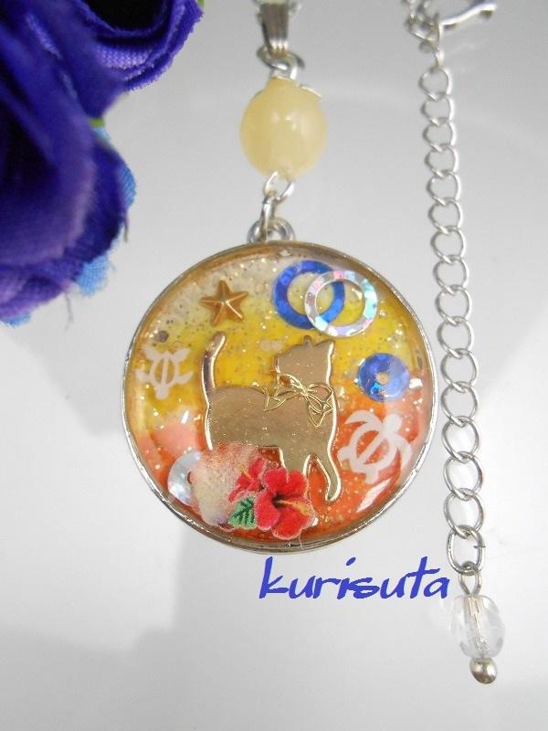 天然石と振り返る猫 丸型ネックレス ビタミンオレンジ夏バージョン シルバー
