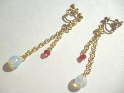 オパール・カットガラスのイヤリング