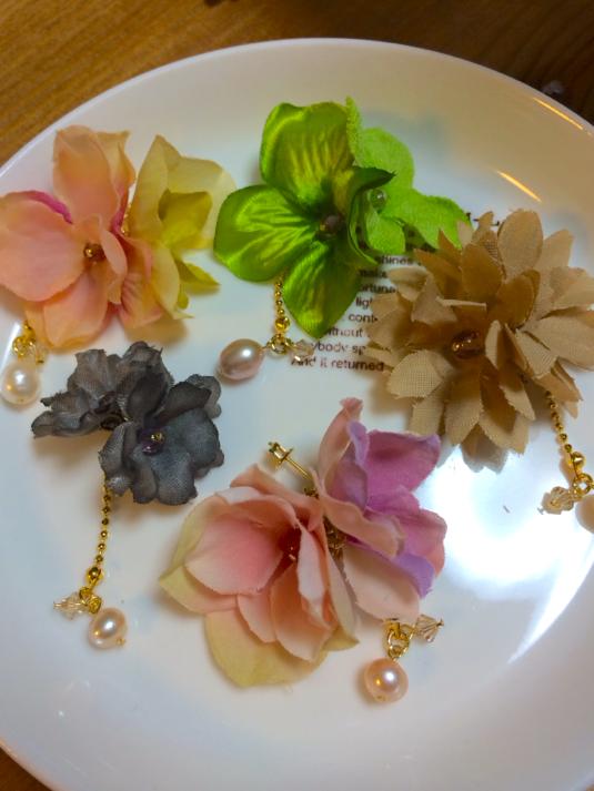 花とパール雫のピアス