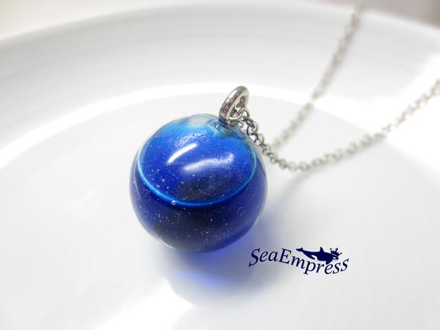 青いインクな球体*レジンネックレスNo.12
