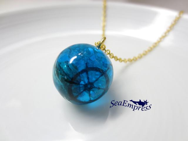 水色の海な球体*レジンネックレスNo.13