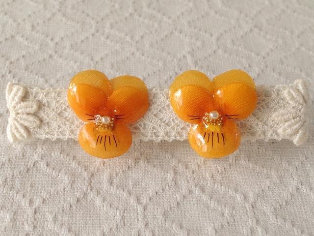 染め花を樹脂加工したビオライヤリング( S・オレンジ)
