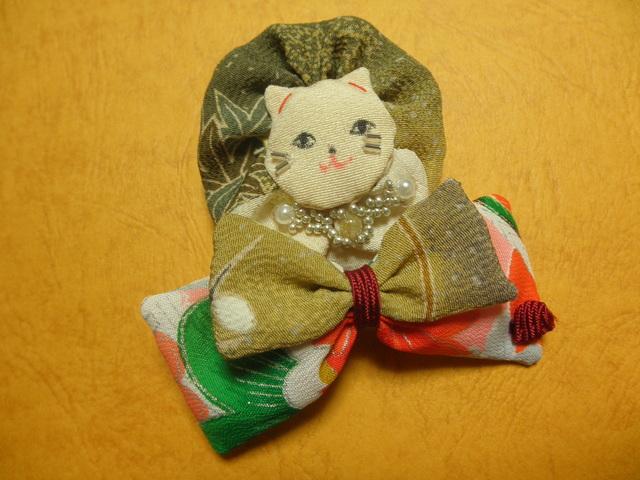 猫のブローチと和重ねミニバレッタ