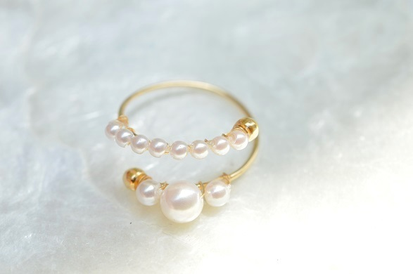 The Parallel Pearls ring
