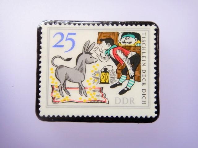 旧東ドイツ 童話切手ブローチ1080