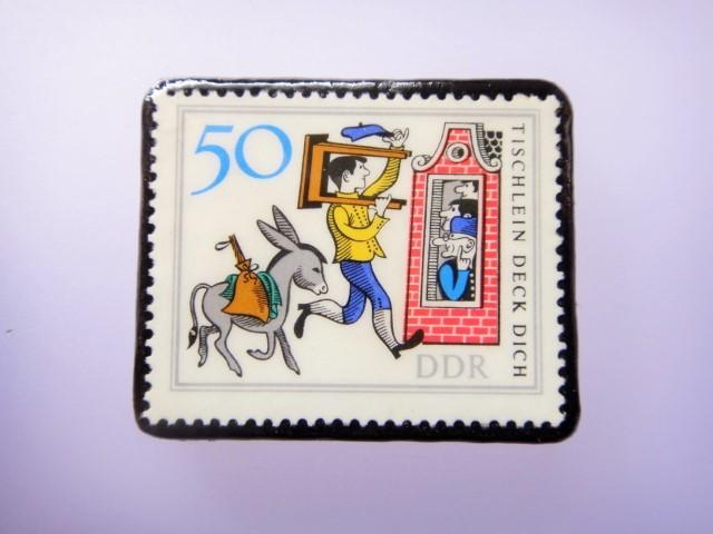 旧東ドイツ 童話切手ブローチ1082