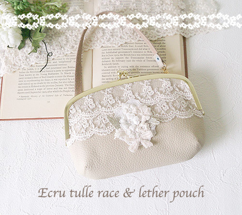 Ecru tulle race & lether pouch