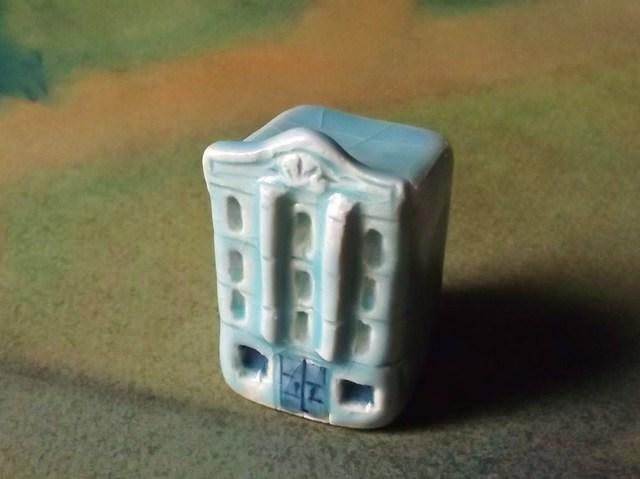陶の家-瀟洒な水色のビルヂング