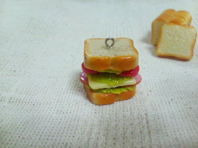 ライ麦パンのサンドイッチストラップ