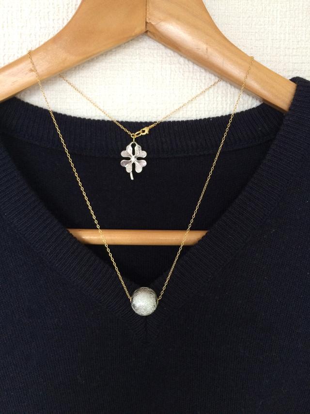 銀色パールの大粒ネックレス