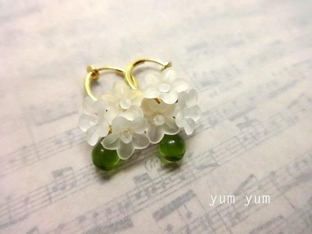 白い小花のブーケイヤリング