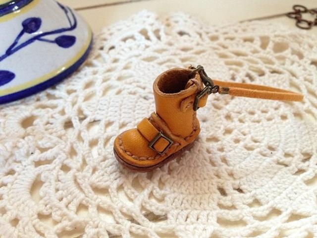 小さな革靴 ストラップ