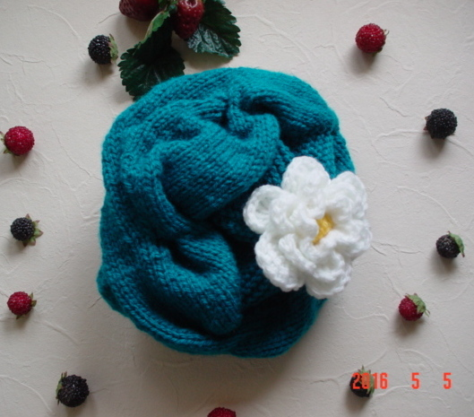 ☆彡巾広ケーブルとお花のアラン模様の帽子(コバルトターコイズ)