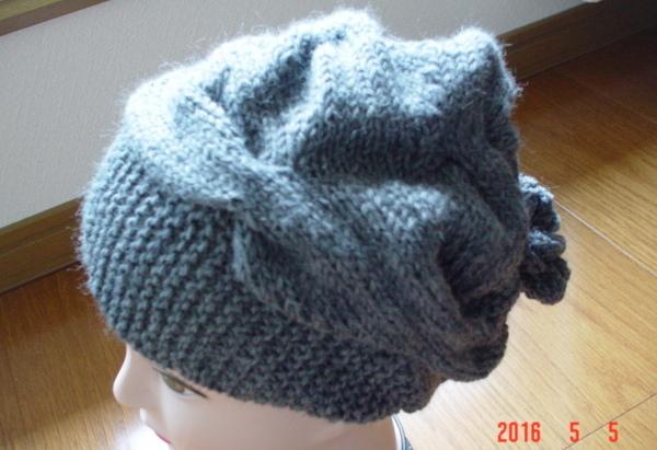 ☆彡巾広ケーブルとお花のアラン模様の帽子(グレー色)