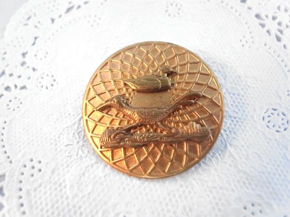 ヴィンテージメダルとカモとロードランナーの鳥チャームのブローチ