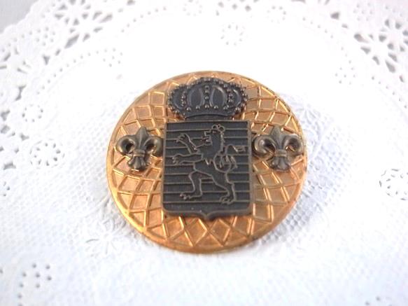 ヴィンテージメダルと獅子と王冠のエムブレムチャームのブローチ