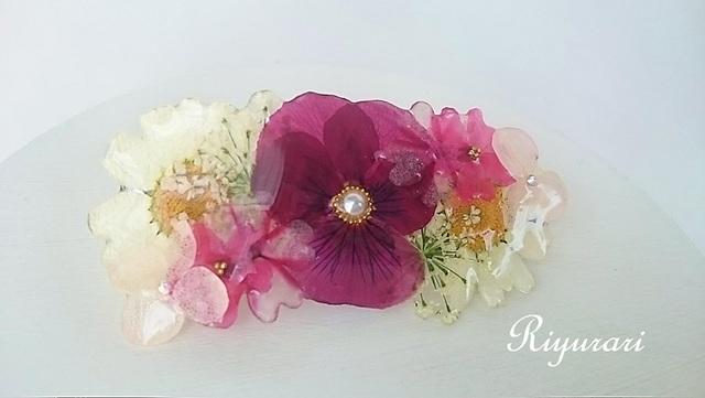 押し花のバレッタ(ビオラとノースポール)