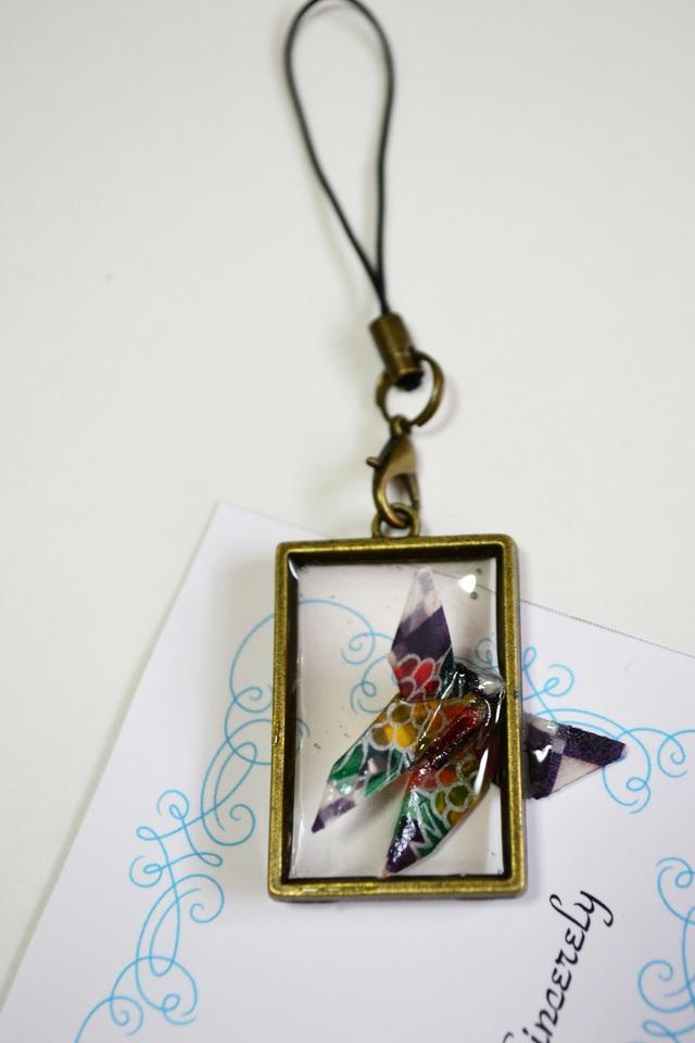 折り紙蝶のストラップ
