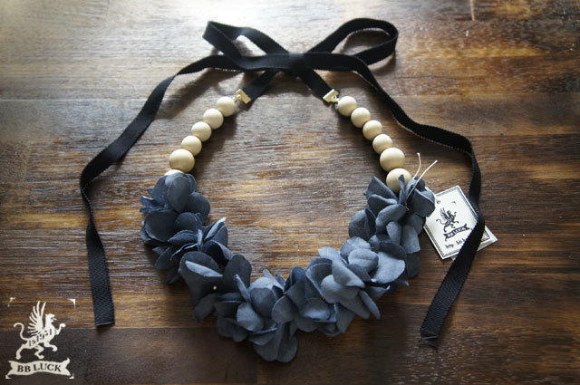 necklace 【 紫陽花とウッドビーズのグログランリボンネックレス * indigo blue 】