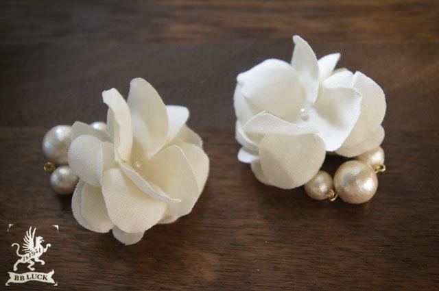 earring 【 紫陽花とコットンパールのイヤリング * off white 】
