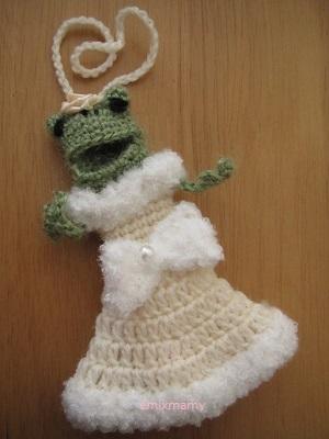 【SALE】あみぐるみ!ケロリップカバー・ふわふわオフホワイトドレスさん♪