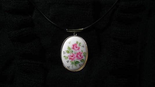 陶器のネックレス(バラ)