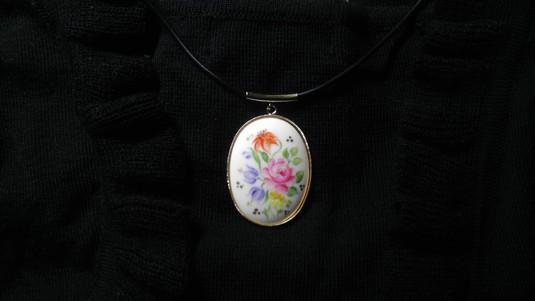 陶器のネックレス(ゆりとバラ)