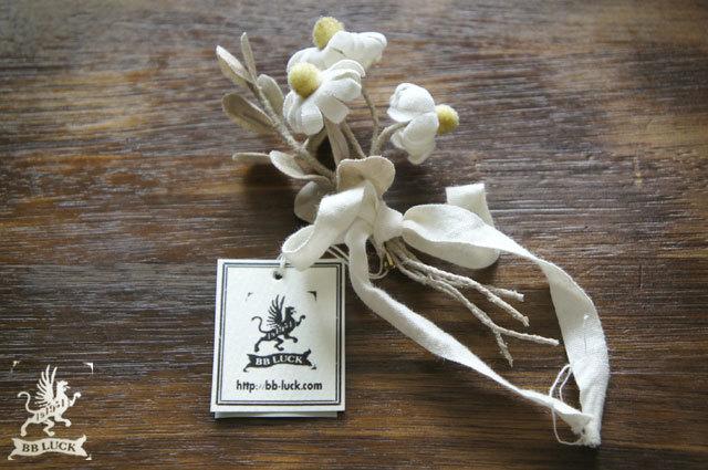 allongeさま予約品  corsage【 ユーカリとカモミールのコサージュ 】