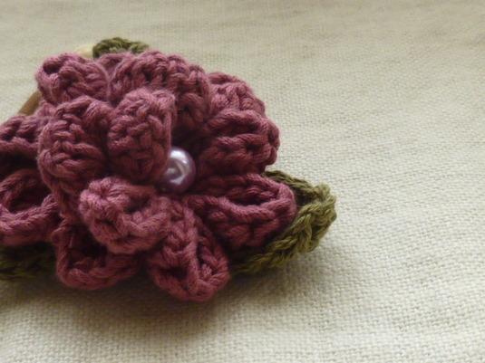 **ローズピンクのお花でヘアゴム**