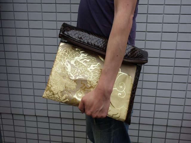 全正絹 西陣金襴とエナメル山羊革のA4スクラップブックが入るクラッチバッグ