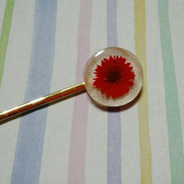 【送料込み】赤いお花のヘアピン