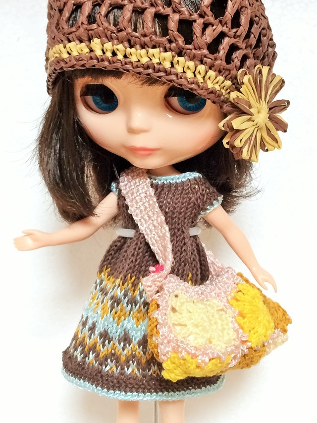 茶色の編込み模様のワンピと帽子、バッグのセット