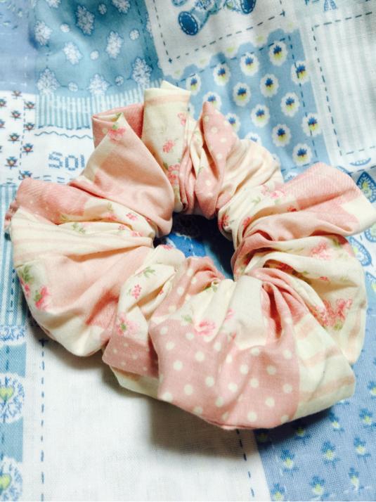 ピンク花柄シュシュ