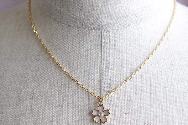 桜のネックレス(白 )