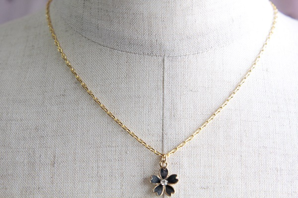桜のネックレス(黒 )