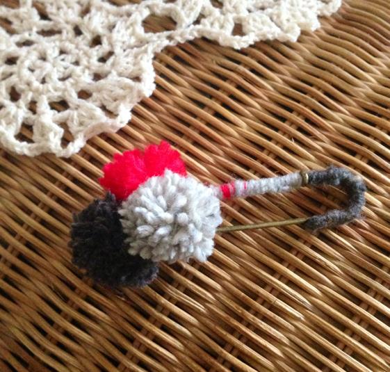 毛糸のポンポンピン