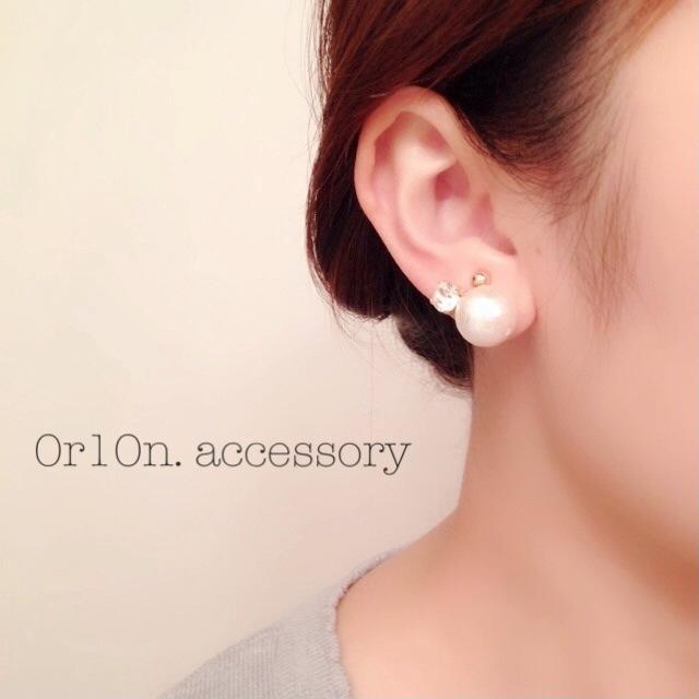 two pearl Earring.
