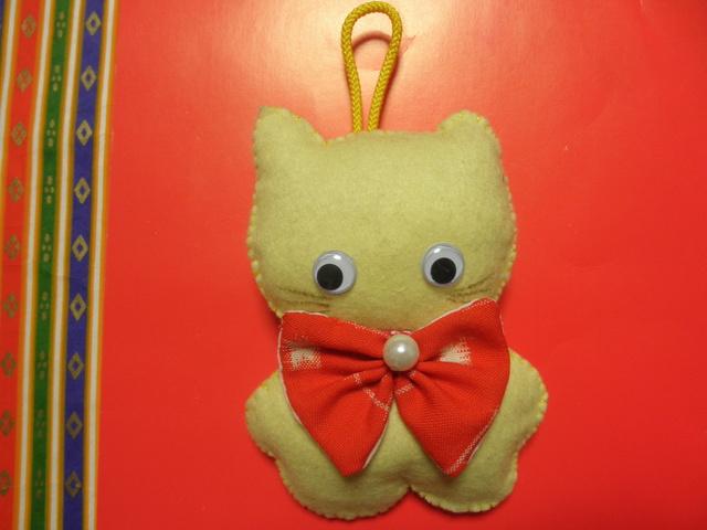 幸せ運ぶ黄色い猫(チャーム)