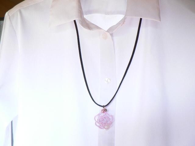 ピンクの薔薇 ロングネックレス
