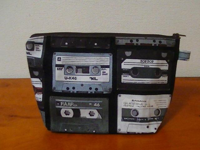 ポーチ(カセットテープ柄 黒)
