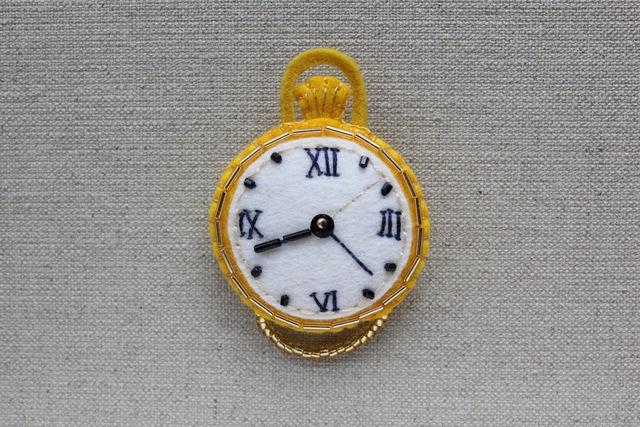 《500作品目!》懐中時計のフェルトブローチ