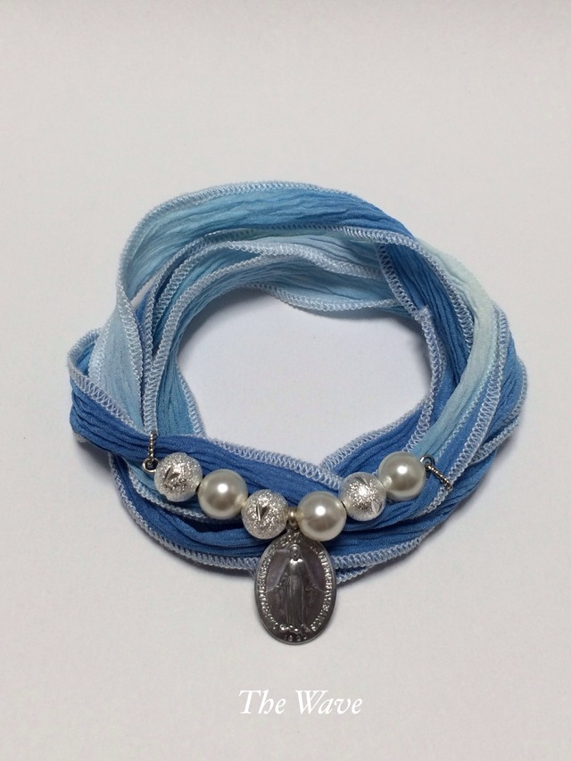 フランス製メダイとシルクリボンのブレス -Blue-