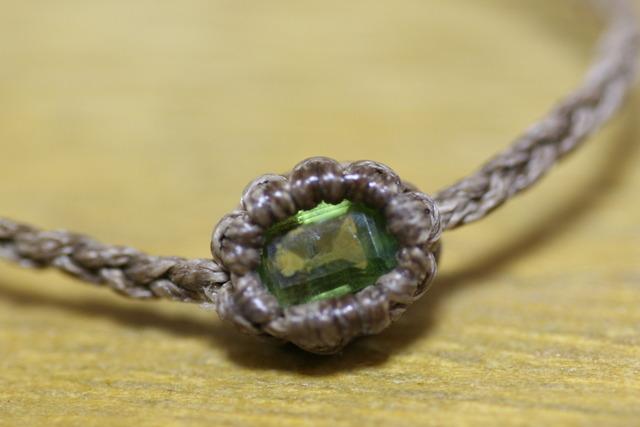 ペリドットのマクラメ編みブレスレット
